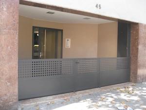 Vista del vestíbulo exterior rehabilitado
