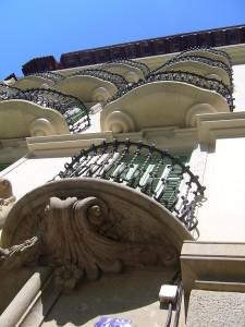 Detelle de la fachada principal rehabilitada