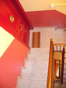Detalle del descansillo de escalera rehabilitado