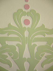 Detalle del esgrafiado del vestíbulo rehabilitado