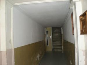 Vista del estado inicial del vestíbulo y escalera