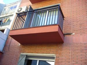 Detalle de los balcones rehabilitados de la fachada posterior