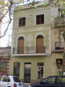 Vista general de la fachada principal restaurada